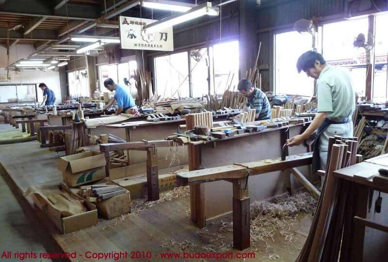bf2ffb6fe00 Fabrication des Bokken Japonais - A l atelier Aramaki