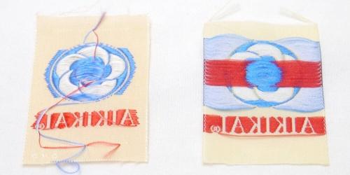 Vrai label Aikido à gauche, et faux label Aikikai à droite- Copie